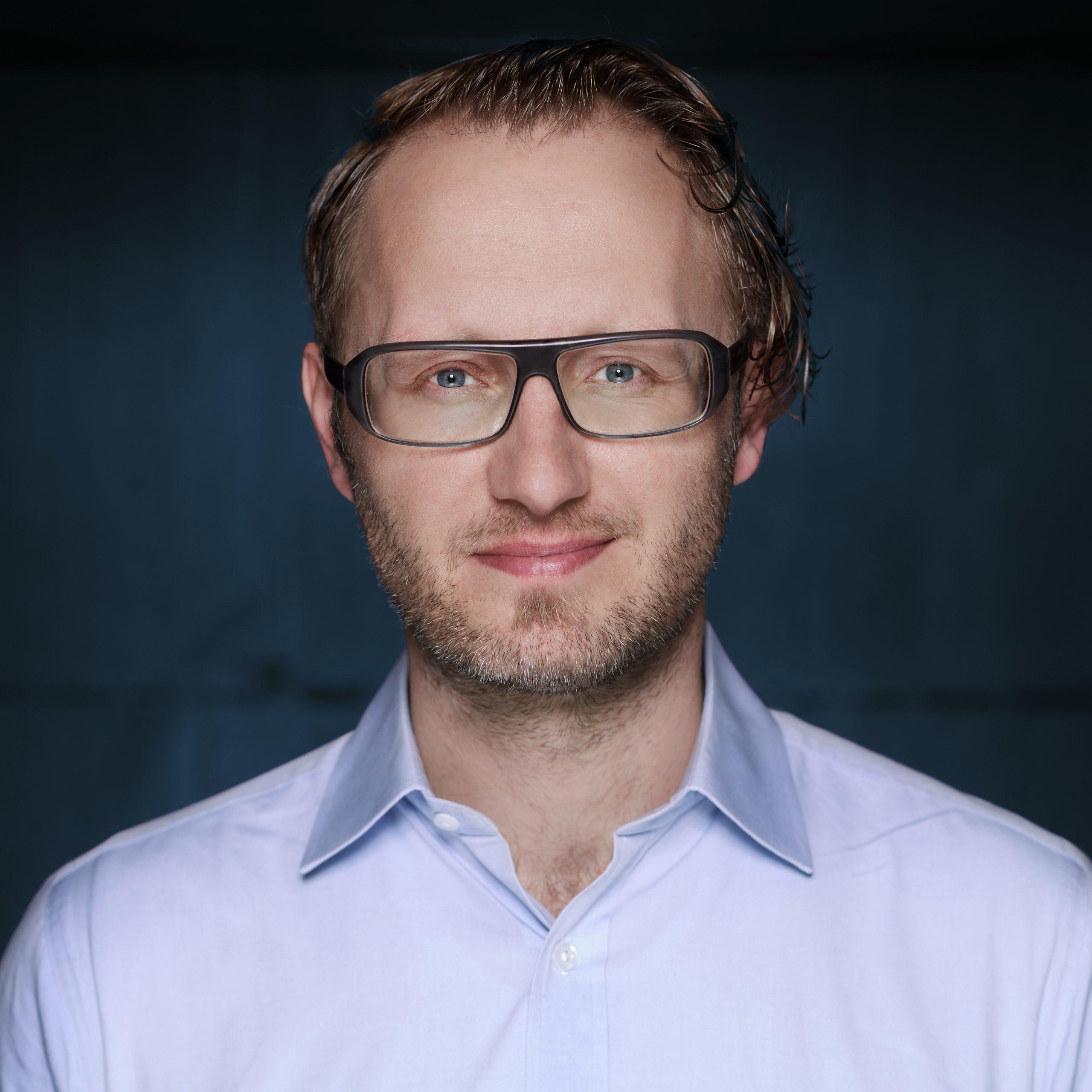 Benjamin Dammertz ist Gründer und Geschäftsführer des Software-Unternehmens FoxBase. Er ist als Ökonom und mit mehreren Jahren Erfahrung als Projekt- und Abteilungsleiter in der Marketingberatung heute bei FoxBase vor allem für Marketing, Vertrieb und Customer Success Management verantwortlich.