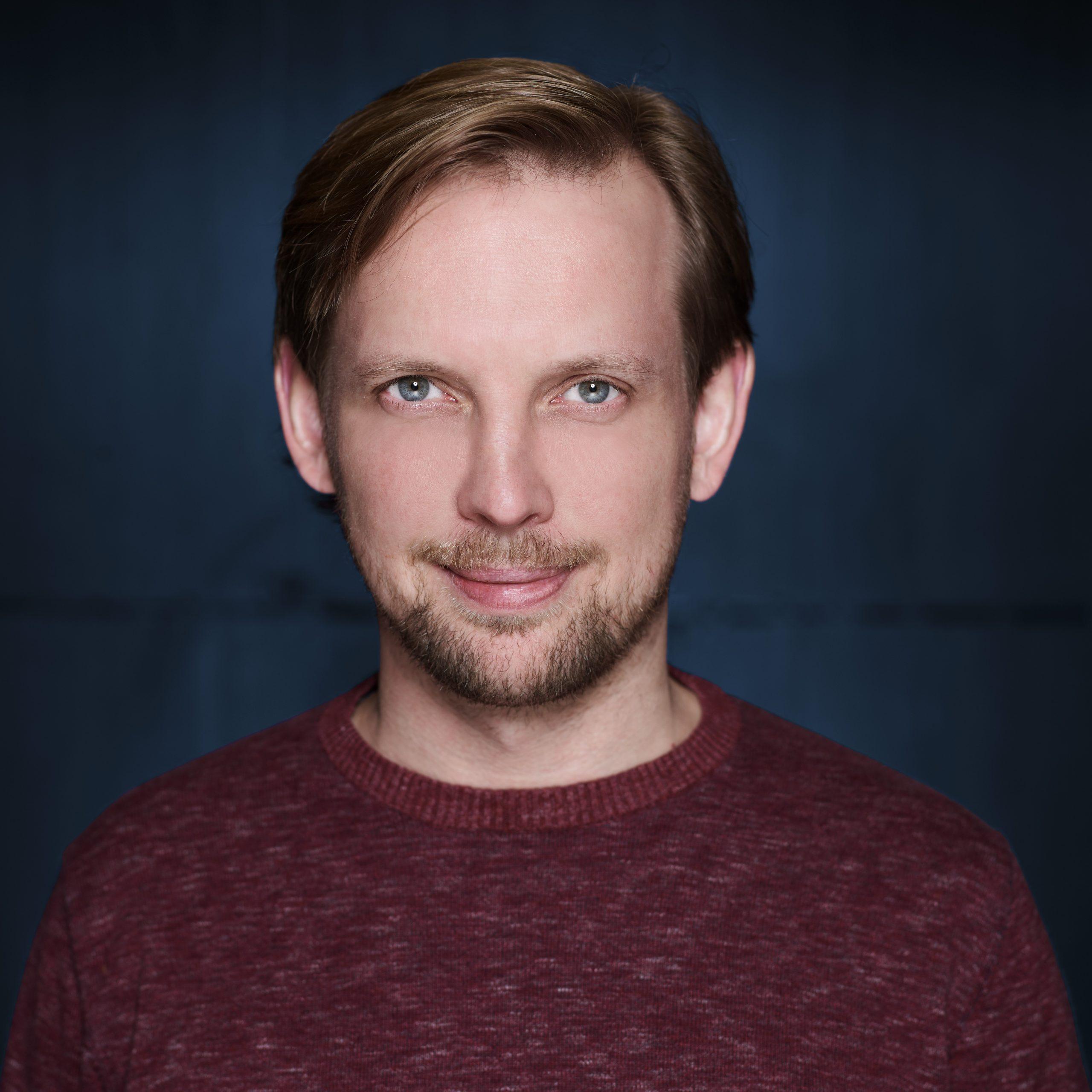 Carsten ist einer von zwei Gründern der FoxBase GmbH. Fasziniert von Datenbanken hat er nach dem Studium zunächst für zehn Jahre als IT-Berater in einem Consulting Unternehmen gewirkt. Heute vertreibt er mit dem Digital Product Selector eine SaaS-Lösung zur Digitalisierung des B2B-Vertriebs.
